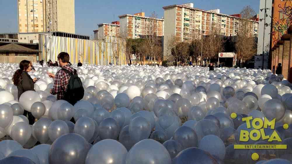 Base Werbespot in Barcelona, Projekt von Guido Verhoef (www.theartofballoons.com)