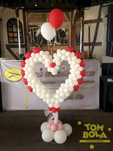Hochzeitsherz aus Luftballons
