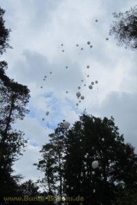 Heliumballons für Trauerfeier